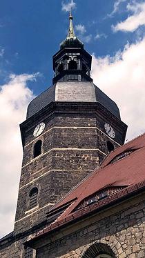 Die Der Turm der Stadtkirche St. Johannis