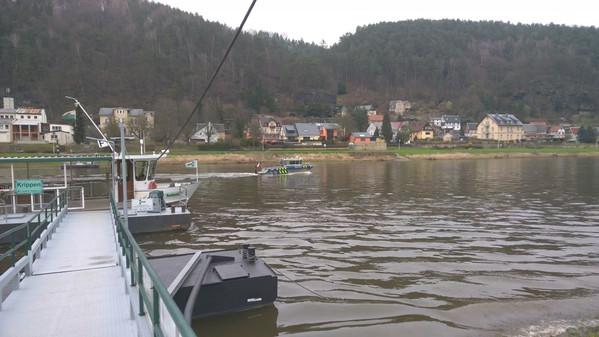Patrouillenfahrt auf der Elbe