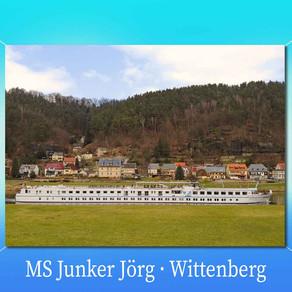 Motorschiff Junker Jörg vor der Elbaussicht – Krippen