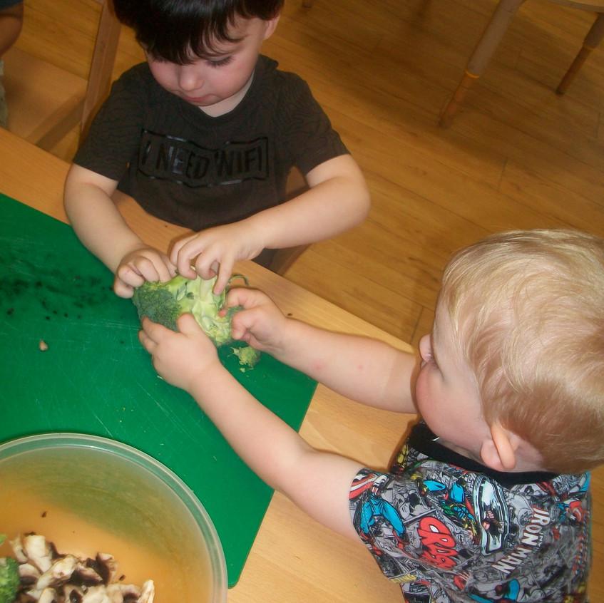 making vegetable soup (8)
