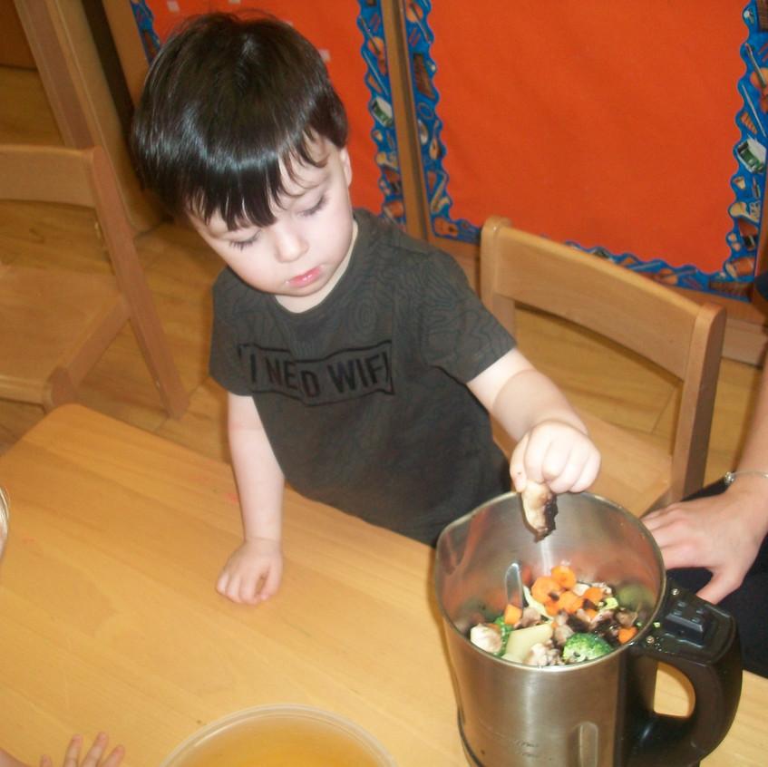 making vegetable soup (17)