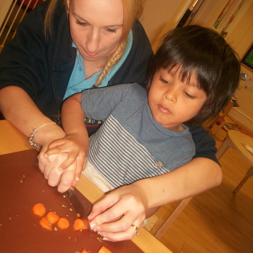 making vegetable soup (13)