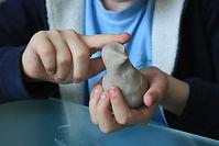 L'art-thérapie pour les enfants par le modelage, enfants hyperactifs, enfants anxieux, enfants déprimés