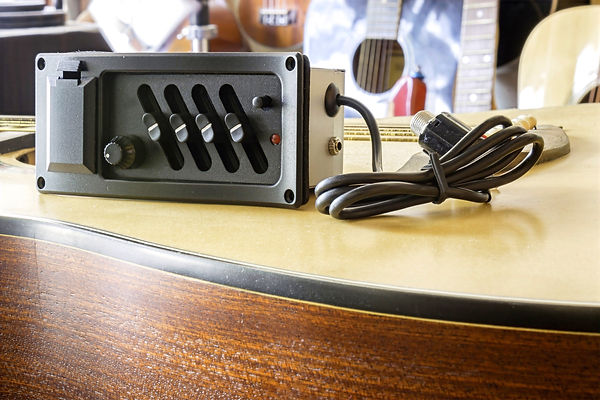 Pre-Amp%20for%20Acoustic%20Guitars%2Cbac