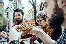 Amigos em Fast Food Restaurant