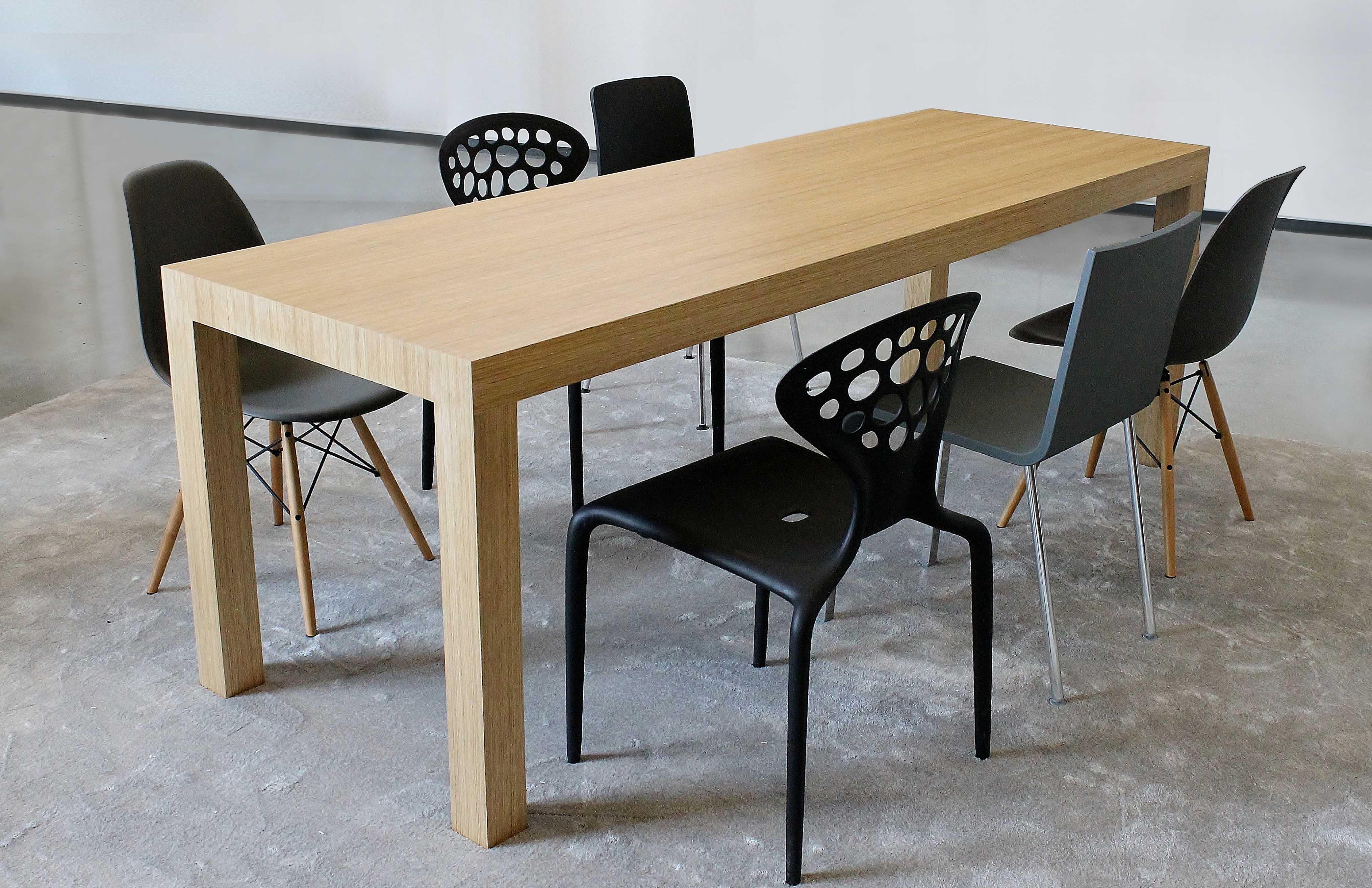 Jídelní stůl NUX.