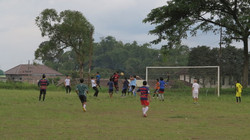 村人とサッカーもしてます
