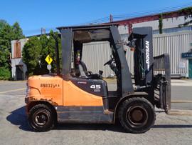Forklift Doosan D45S-5.jpg