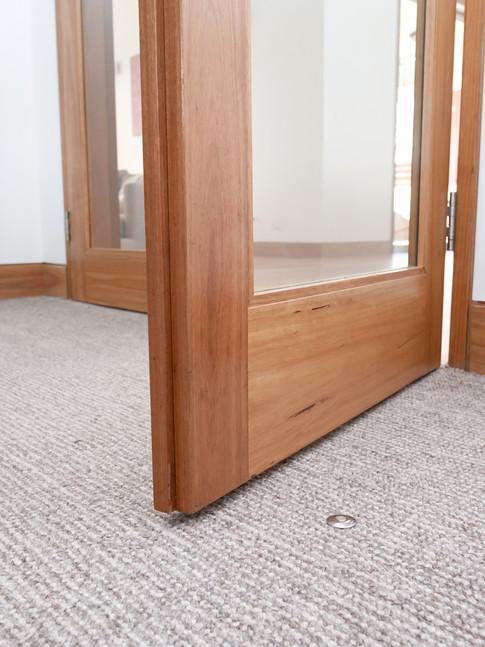 Fantom Doorstop in carpet