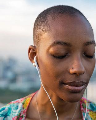 listening-music-headphones-eyes-closed-7