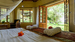 Makzui Beach Lodge Family Superior bed.j