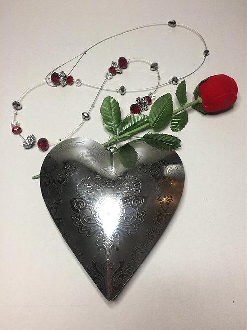 Wandschmuck Metallherz gross mit Glasperlen und Metallteilen