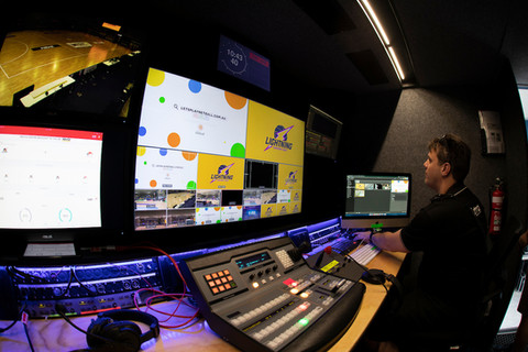 Show calling, vision switching and playback