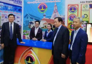 Prime Minister Thongloun Sisoulith (left) visits the Ministry of Information, Culture and Tourism booth at the expo on Wednesday.