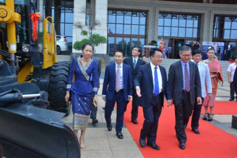 Mr Viengsavath Siphansone (front right) joins other Lao and Chinese officials inspecting construction equipment displayed at the National Convention Centre in Vientiane.