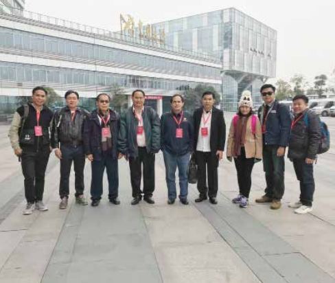 Personnel from the Vientiane Times, Pathetlao and Paxaxon newspapers, Lao National Radio and Lao National TV visit the Chengdu Railway Port.