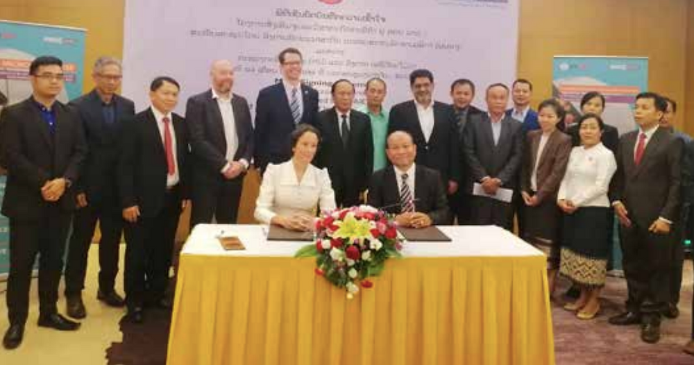 Representatives of Laos and the US attend the MOU signing ceremony