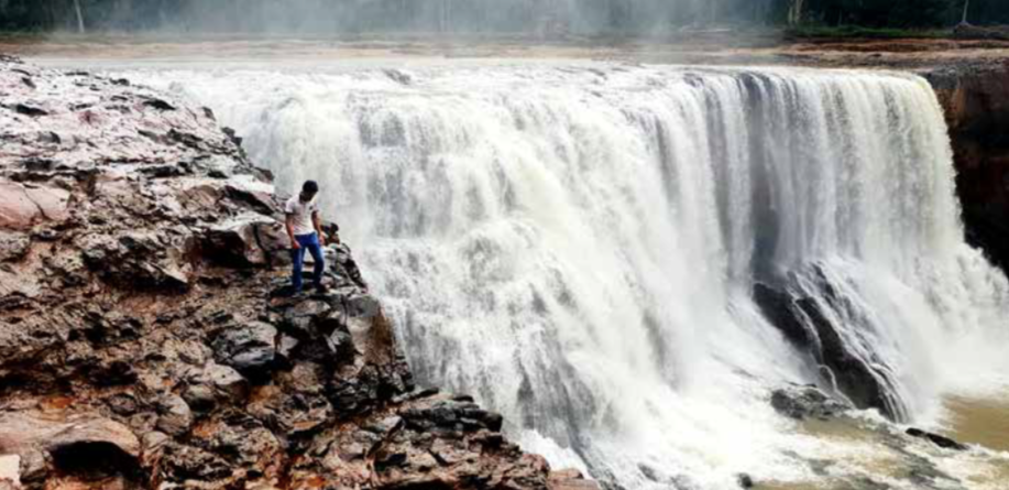 The Xepha waterfall in Sanamxay district, Attapeu province, is one of Laos' many attractions. (File photo Tou)