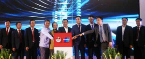 Mr Sonexay Sithphaxay (centre) joins BCEL and UPI managers to launch the QR Code UnionPay Service in Vientiane.