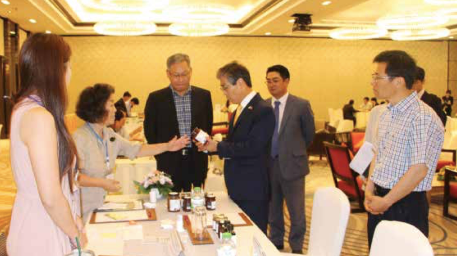 Mr Shin Sung Soon meets representatives of Korean companies.