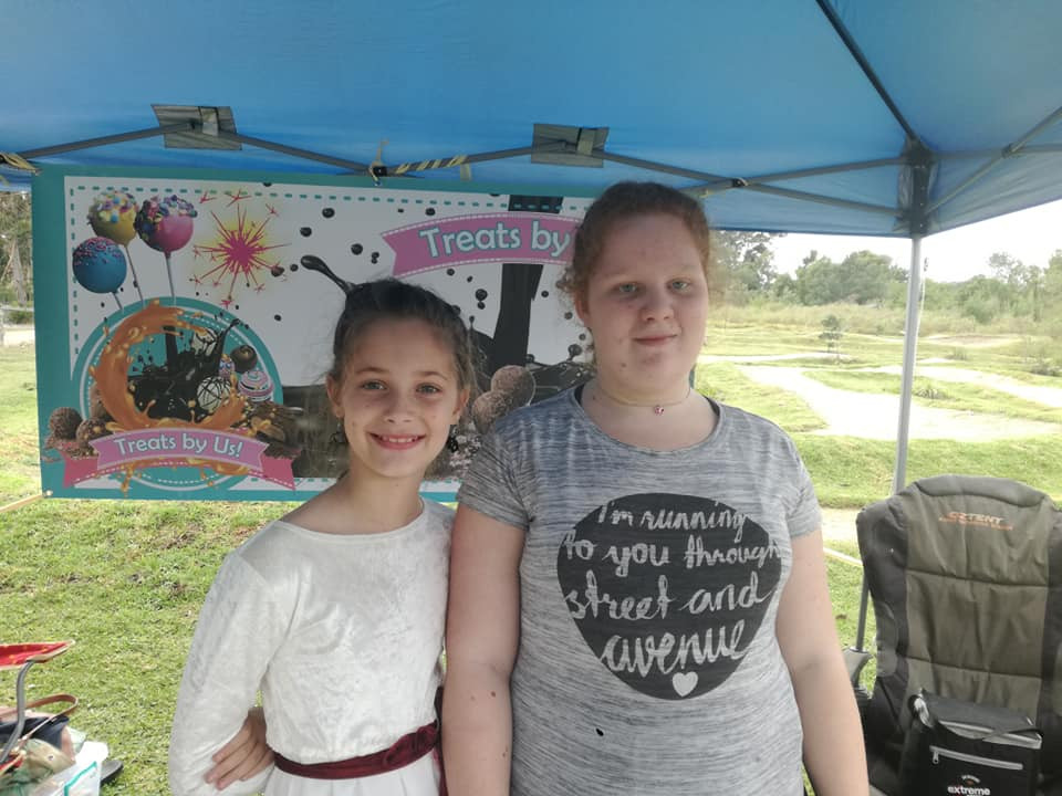 Kiki & Kendra at Market