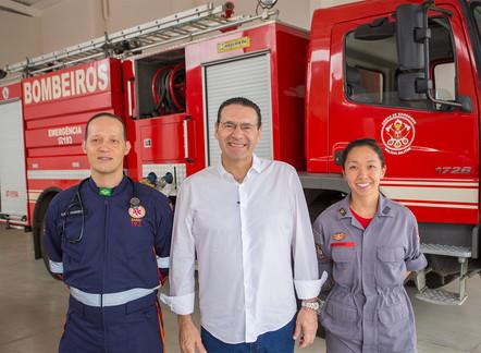 Vitor Lippi visita equipes do Corpo de Bombeiros da zona norte