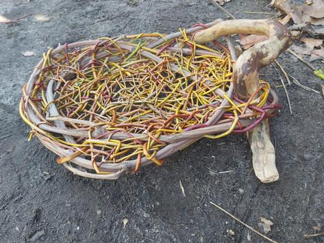 Dimanche 7 novembre : nid en aléatoire sur structure en bois.