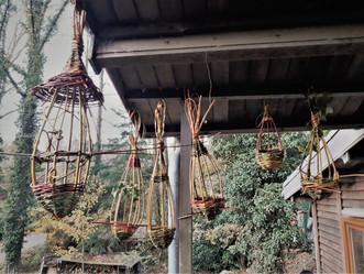 Fabrication de ruches et mangeoires, le beau temps était au rendez vous!