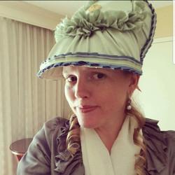 "Beregere ""Brain Hat"""