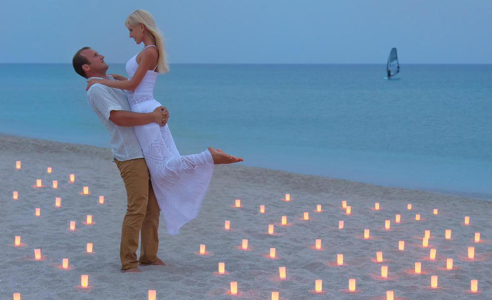 1000 candles on the beach
