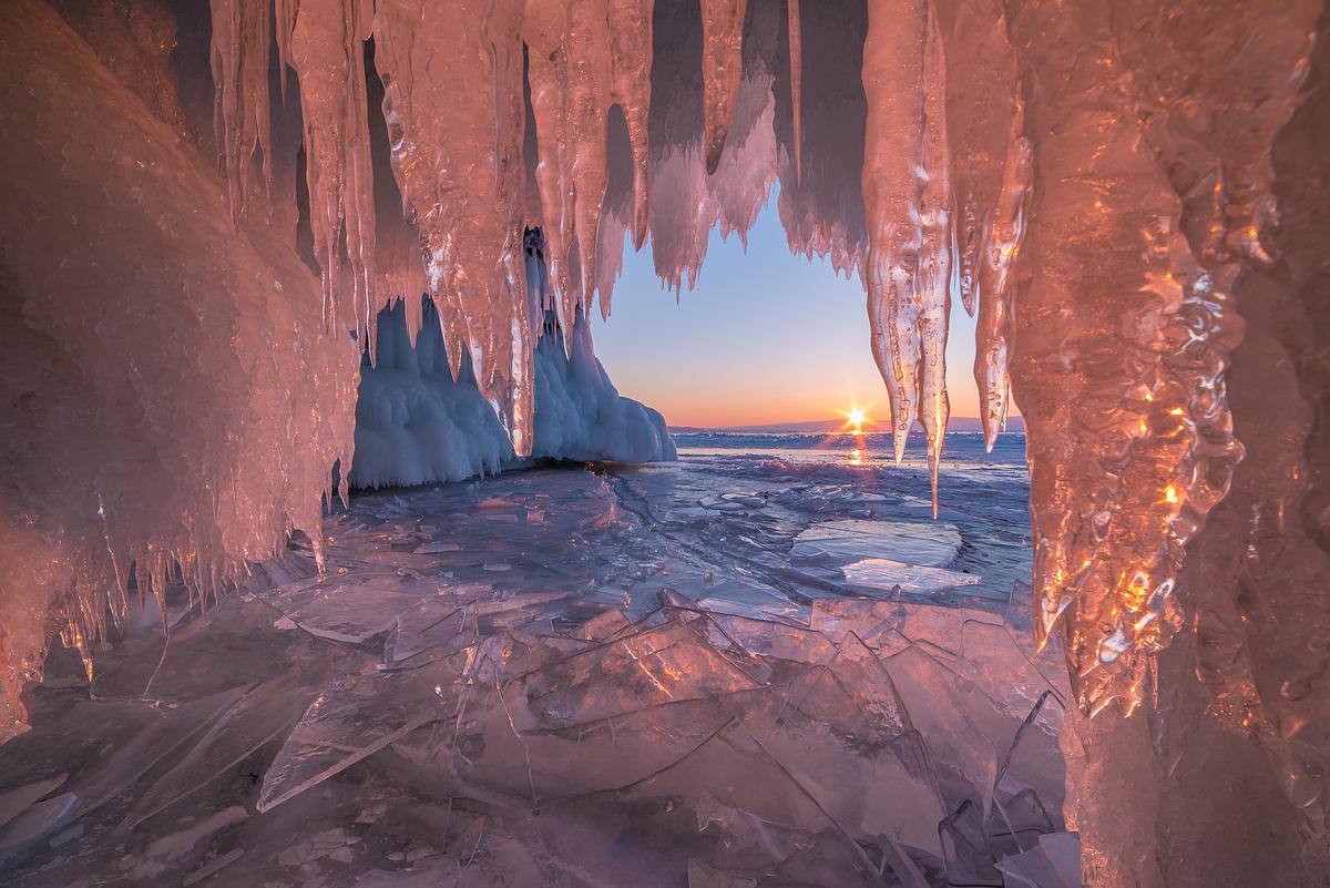Гроты изо льда и света
