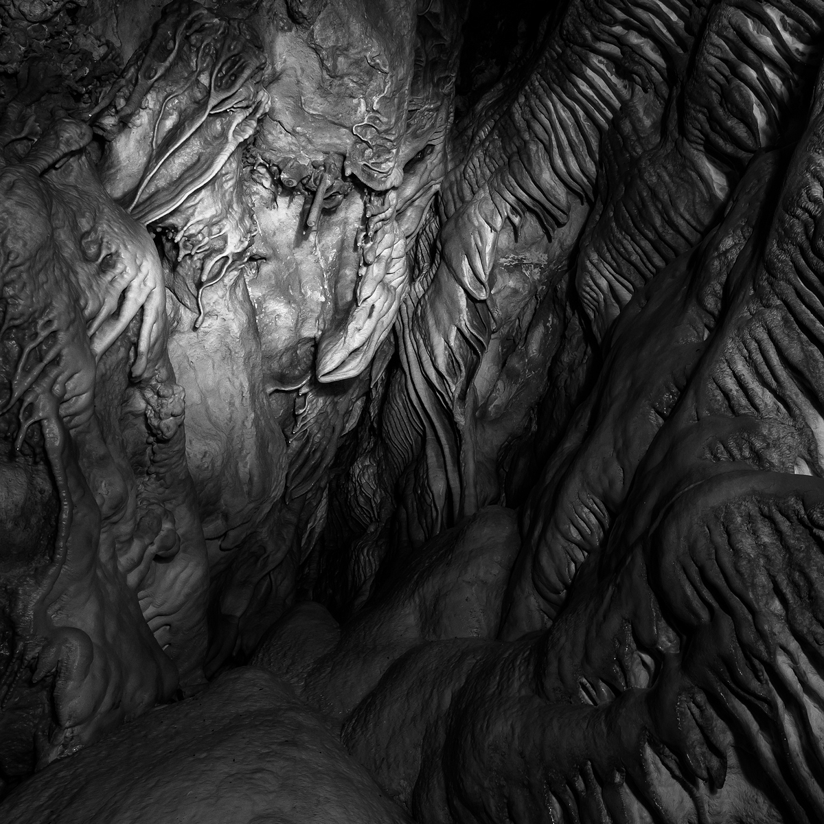 Байкал. Пещера