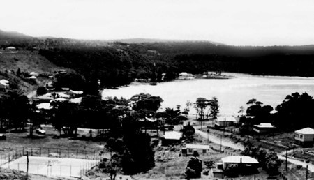1948- The Avoca Beach 'Bowl' area looking North toward the lake. Pictured is the Gosford City Council public tennis court (later removed)