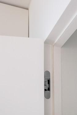 Detail otevřených dveří B Invisi