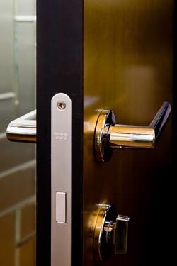Detail B Invisi dveří, kliky a zámku