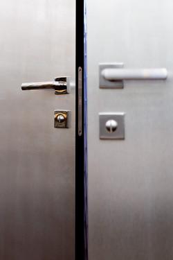 Detail dveří B Invisi/ Klika Dnd