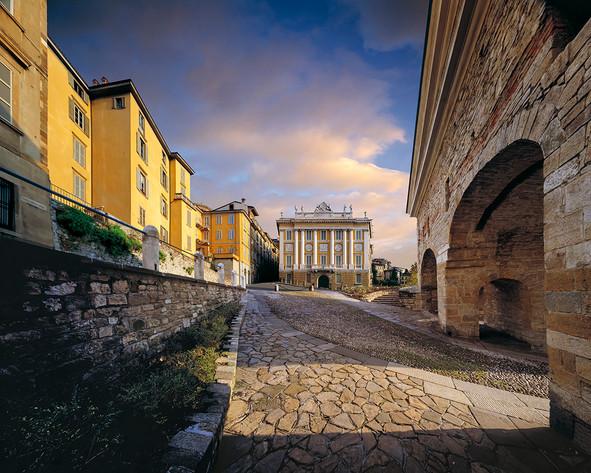 Porta San Giacomo - Palazzo Medolago