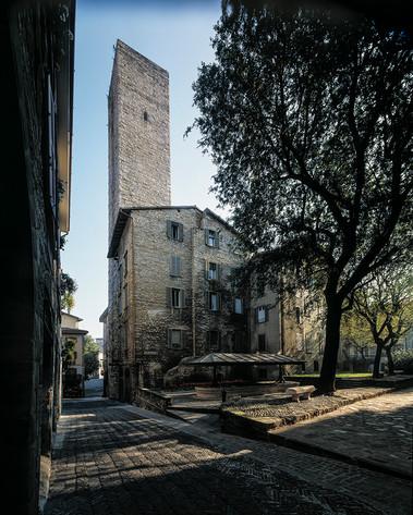 Piazza Luigi Angelini - Torre del Gombito