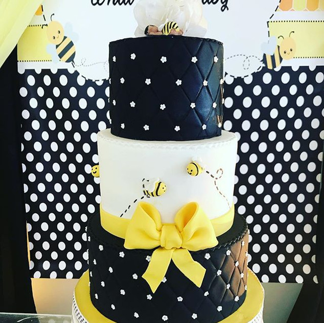 What will it Bee themed cake