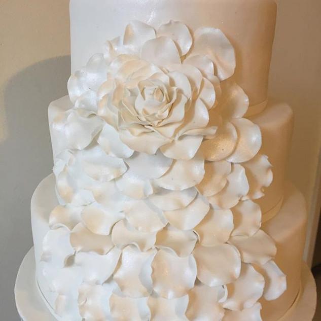 Growing Rose Wedding Cake