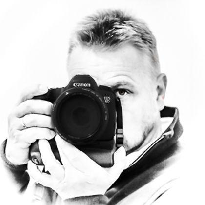 Fotograf Rune Helliesen liten logo-.jpg