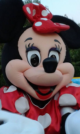 Prestation magique de Minnie l'amoureuse de Mickey.