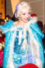 """L'incontournable """"Vrai"""" Reine des Neiges ...  Enfin chez vous !!!  Imaginez le bonheur de votre fille De pouvoir enfin danser """" Libérée, délivrée"""" avec Elsa ...  Inclus dans la prestation séance de dédicasses !"""