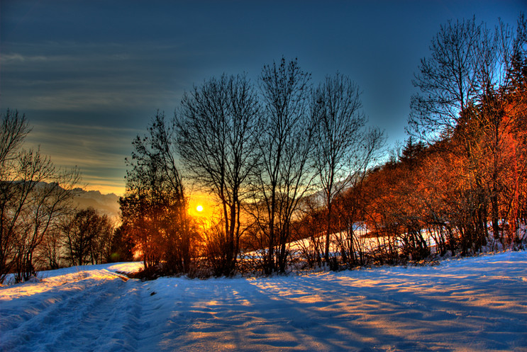 Sunset_in_Binii,_Switzerland.jpg