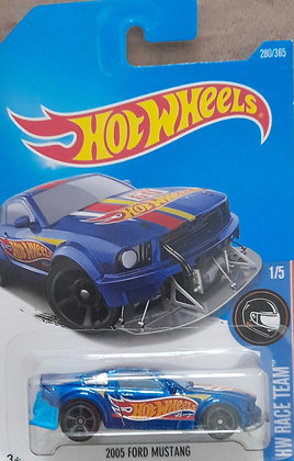 Hot Wheels Race Team - 2005 Ford Mustang