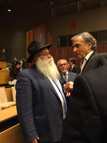 BErnard Henri Levy avec Rabbi Mikhael Cohen, director of beth Chabad Francais & francophone deNY CCF NEW YORK