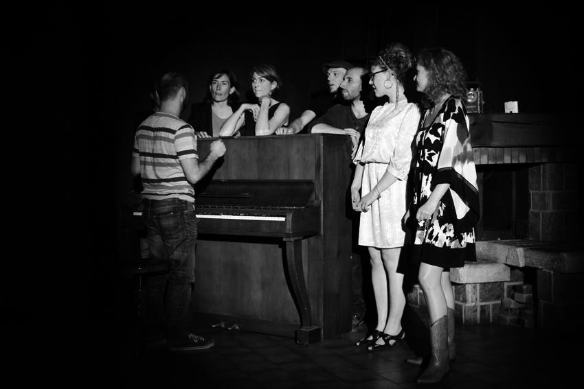 bar piano