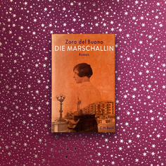 """Zora Del Buono – Die Marschallin  Ganz wunderbar beschreibt die Schweizerin Zora del Buono di Geschichte ihrer Großmutter, fast gleichen Namens, in dem bei C.H.Beck erschienenen Familienroman. Ende des ersten Weltkrieges geht die Slowenin Zora mit ihrem zukünftigen Mann zurück  nach Süditalien. Das zwar großbürgerliche aber politisch engagiertes Leben beschreibt die Enkeltochter in vielen Details. Die kommunistische Avantgarde geht in Zoras selbstentworfenen! Haus, ein und aus. Im Schlussmonolog erzählt die alte Zora ihre besondere Geschichte zu Ende . Die Marschallin- ist das Porträt einer spannenden Frau  vor dem Hintergrund der verwickelten politischen Geschichte des Adriaraumes bis in die 80 er Jahre...das ist ein Buch für meine Freundinnen...alle auf ihre Art """"starke Frauen""""..aber durchaus auch für Männer...auf jeden Fall eine Leseempfehlung!  #zoradelbuono #c.h.beck #diemarschallin #buchempfehlung #geschenktipp #lesetipp #romanbiografie #hosenan #starkefrauen #freundinnen"""