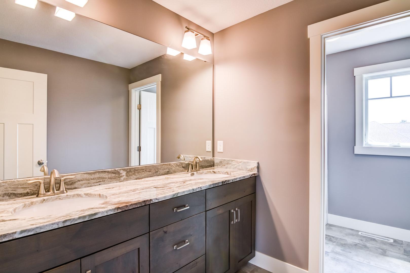 16 - Bathroom-5-Edit-Edit.jpg