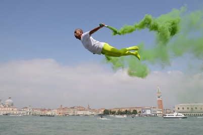 Color-Smoke-Li-Wei-1970-Flying-over-Veni
